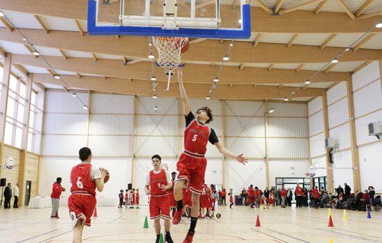 Session basket dans le nouveau Gymnase des Juilliottes.
