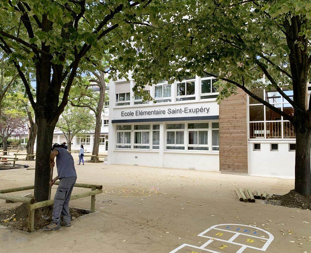 Au sein de l'école élémentaire Saint-Exupéry, une dizaine d'arbres d'ombrage seront plantés à l'automne, et ce, afin de créer un îlot de fraicheur.